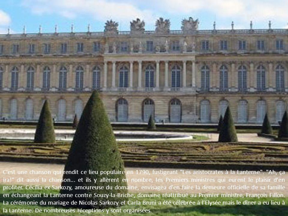 C est une chanson qui rendit ce lieu populaire en 1790, fustigeant Les aristocrates à la Lanterne .