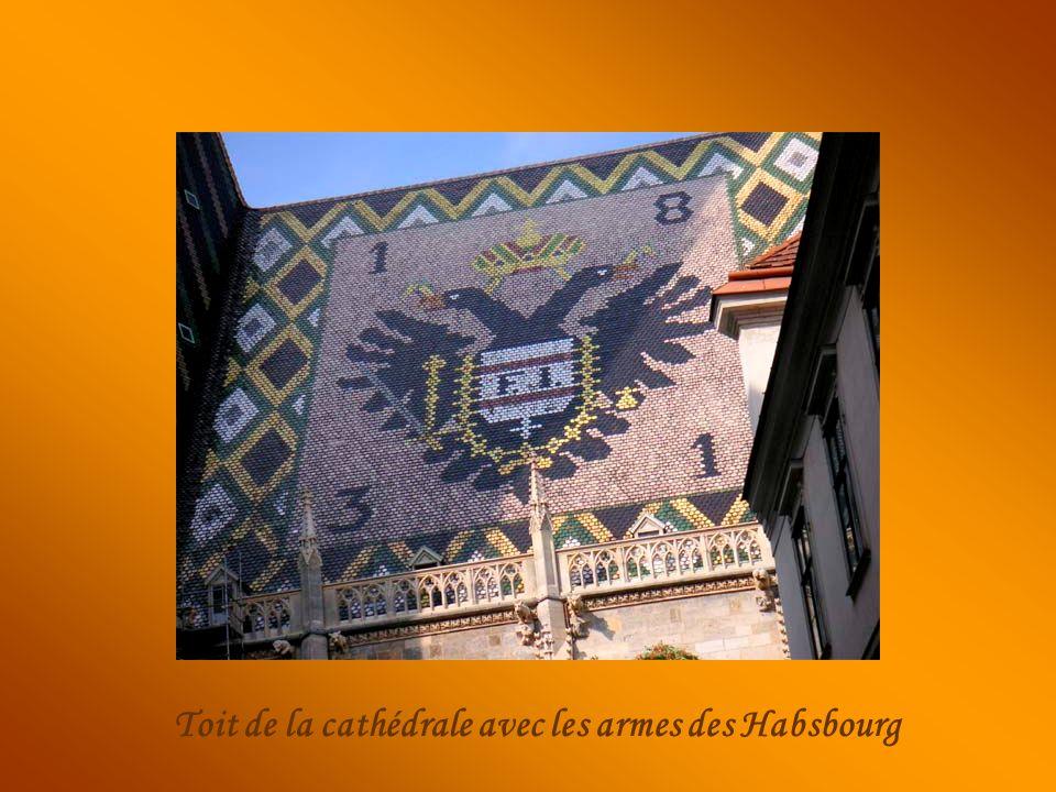 Toit de la cathédrale avec les armes des Habsbourg