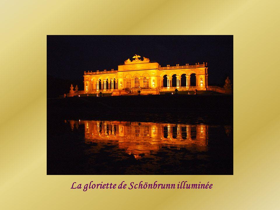 La gloriette de Schönbrunn illuminée