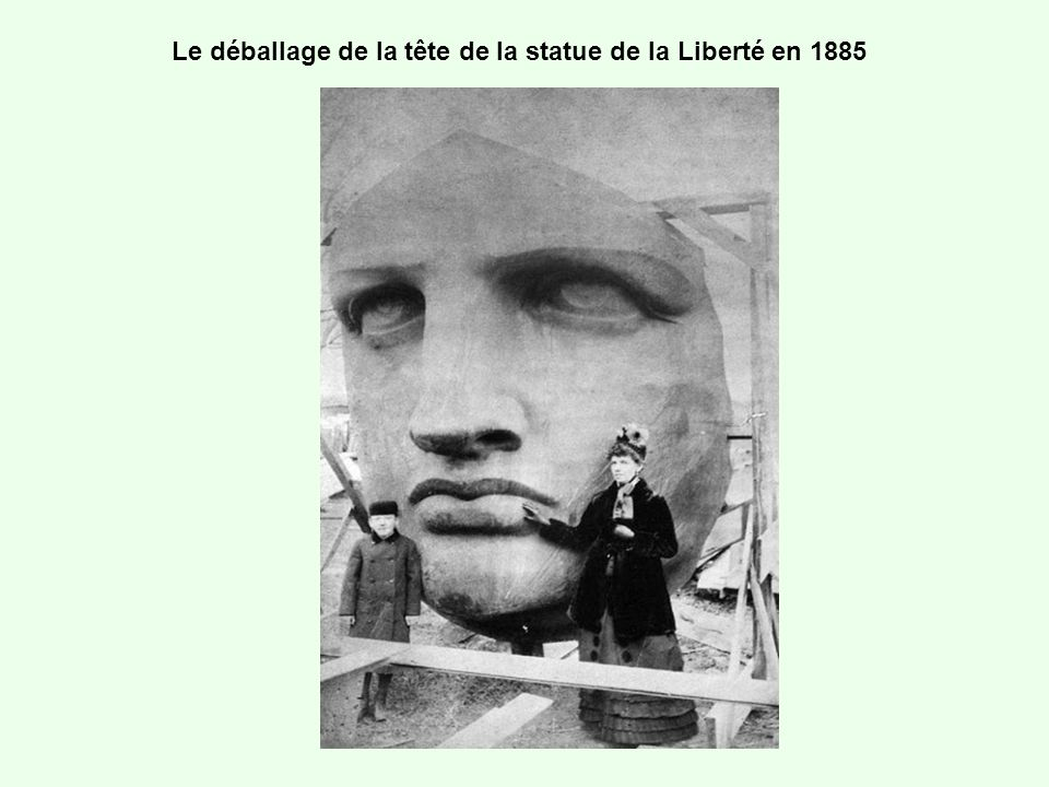 Le déballage de la tête de la statue de la Liberté en 1885