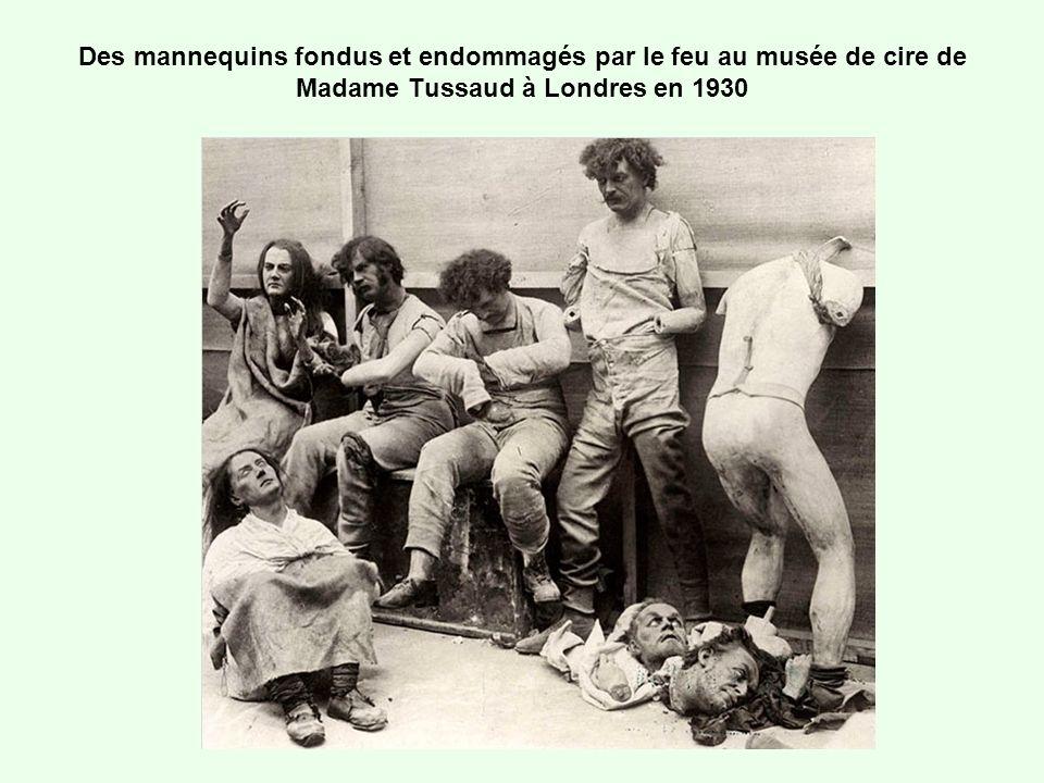 Des mannequins fondus et endommagés par le feu au musée de cire de Madame Tussaud à Londres en 1930