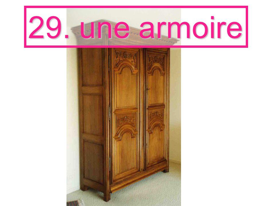 29. une armoire