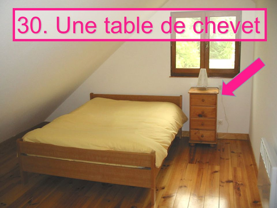 30. Une table de chevet
