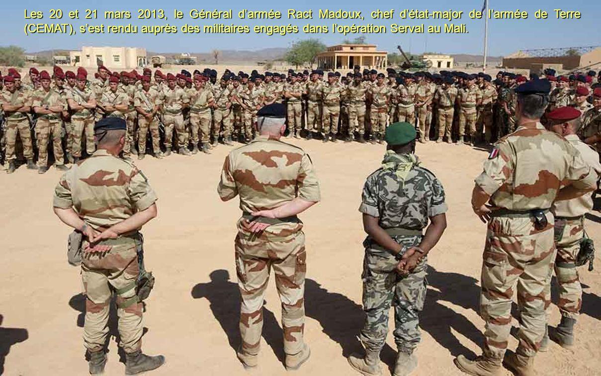 Les 20 et 21 mars 2013, le Général d'armée Ract Madoux, chef d'état-major de l'armée de Terre (CEMAT), s'est rendu auprès des militaires engagés dans l'opération Serval au Mali.