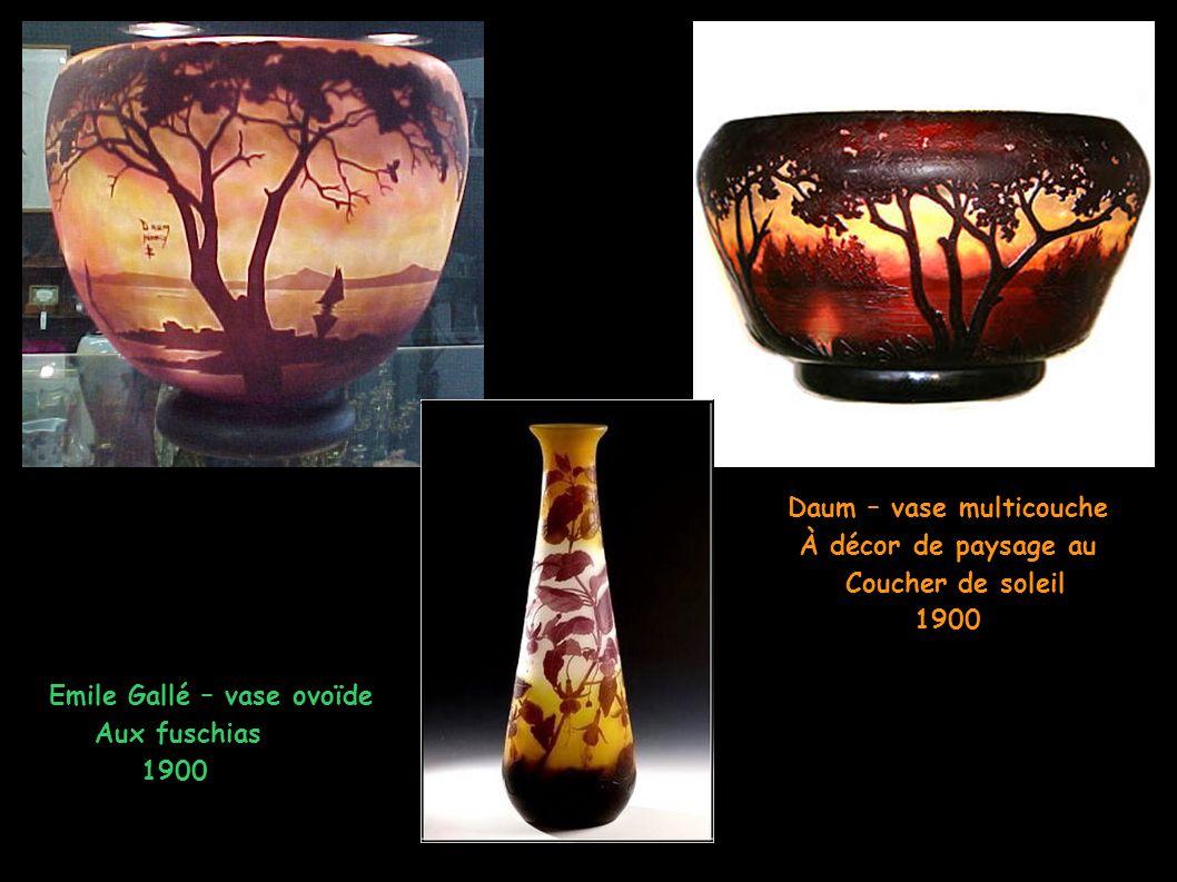 Daum – vase multicouche À décor de paysage au Coucher de soleil 1900