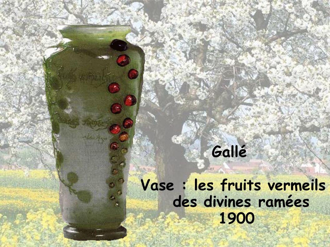 Vase : les fruits vermeils des divines ramées 1900