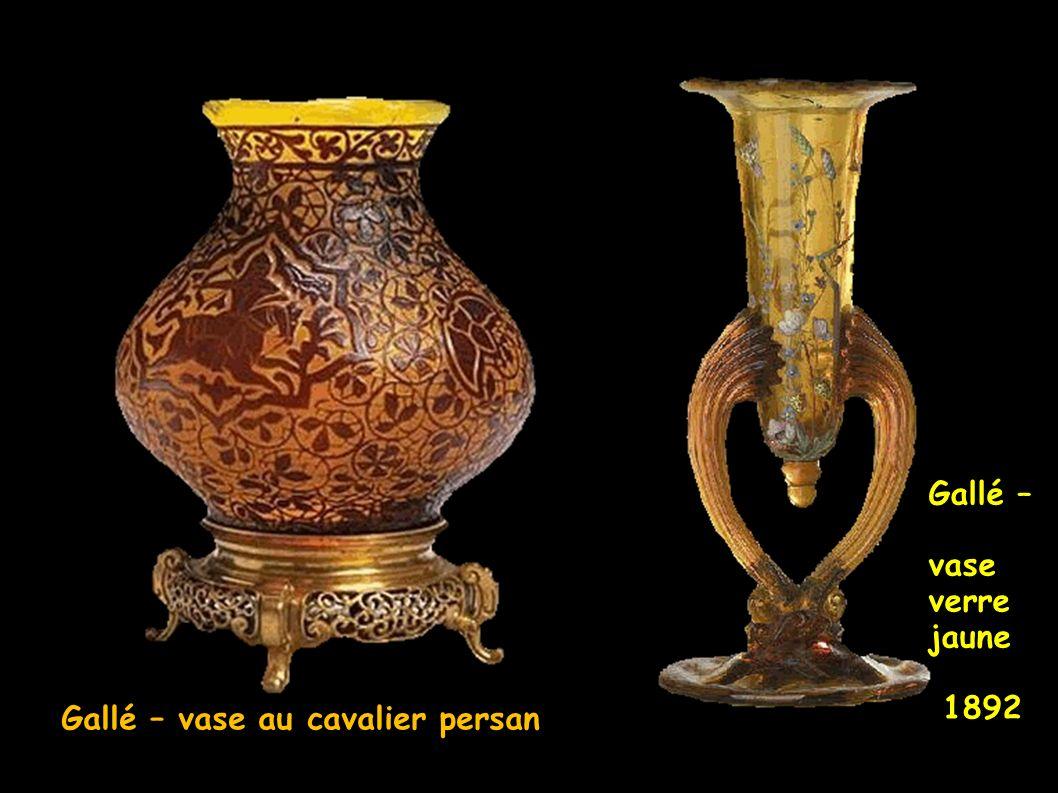 Gallé – vase verre jaune 1892 Gallé – vase au cavalier persan