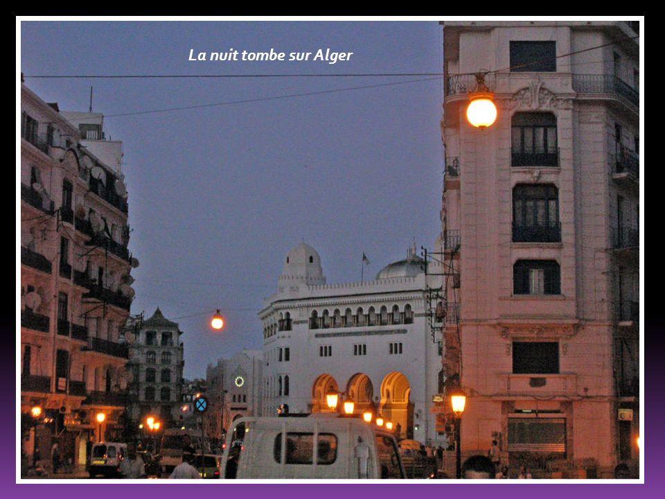 La nuit tombe sur Alger