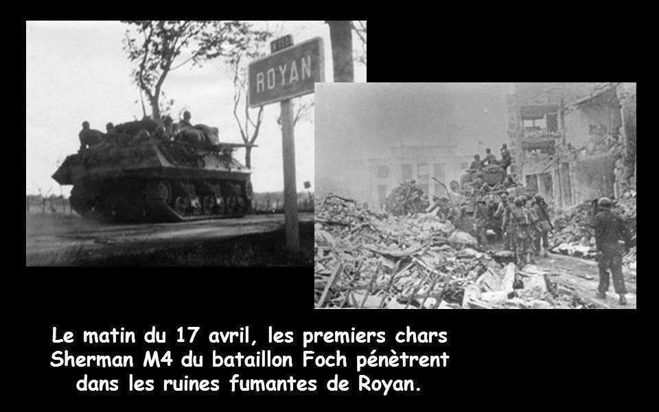 Le matin du 17 avril, les premiers chars Sherman M4 du bataillon Foch pénètrent dans les ruines fumantes de Royan.