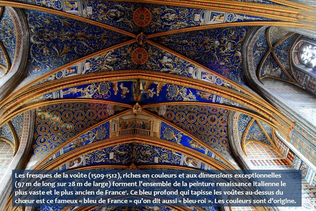 Les fresques de la voûte (1509-1512), riches en couleurs et aux dimensions exceptionnelles (97 m de long sur 28 m de large) forment l ensemble de la peinture renaissance italienne le plus vaste et le plus ancien de France1.