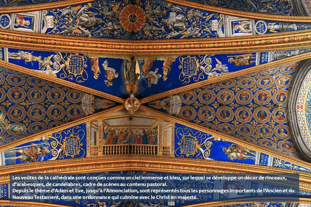 Les voûtes de la cathédrale sont conçues comme un ciel immense et bleu, sur lequel se développe un décor de rinceaux, d arabesques, de candélabres, cadre de scènes au contenu pastoral. Depuis le thème d Adam et Eve, jusqu à l Annonciation, sont représentés tous les personnages importants de l Ancien et du Nouveau Testament, dans une ordonnance qui culmine avec le Christ en majesté.