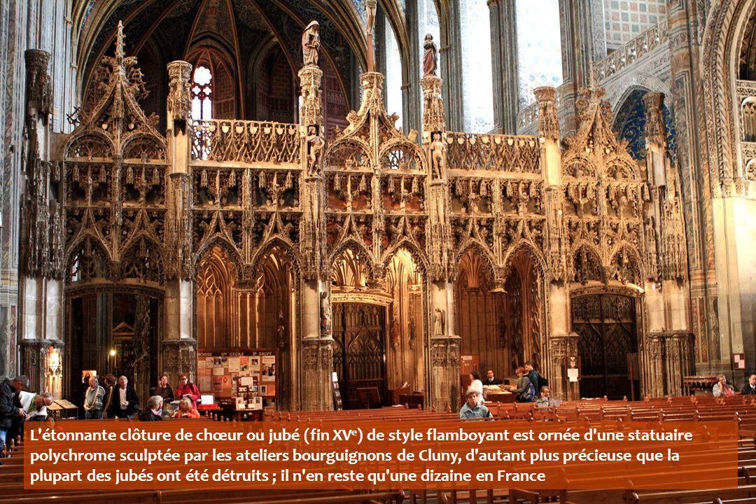 L étonnante clôture de chœur ou jubé (fin XVe) de style flamboyant est ornée d une statuaire polychrome sculptée par les ateliers bourguignons de Cluny, d autant plus précieuse que la plupart des jubés ont été détruits ; il n en reste qu une dizaine en France