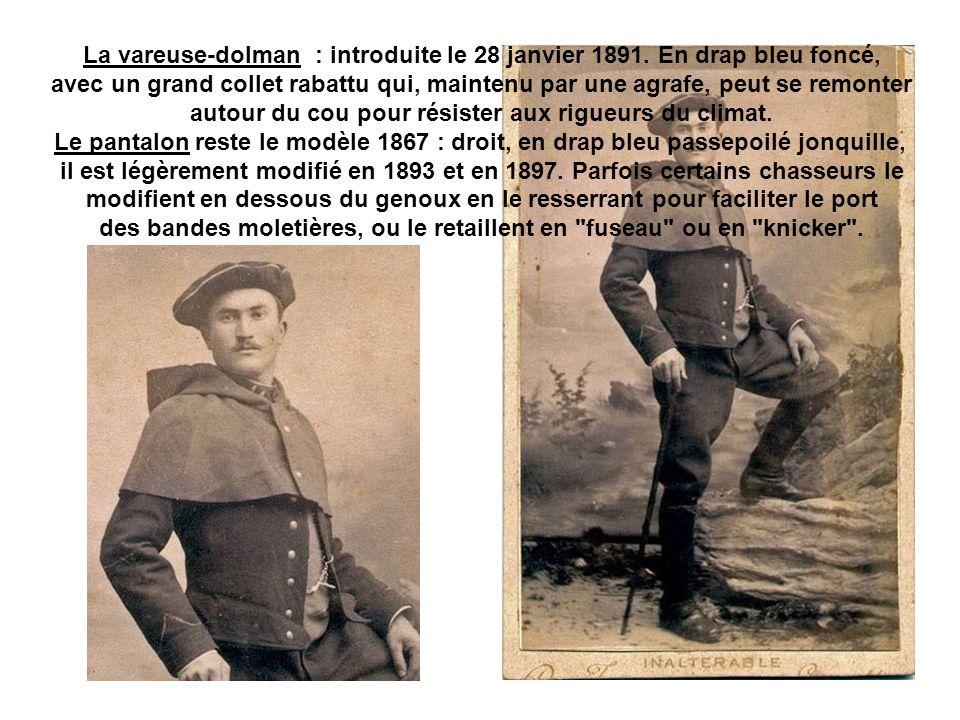 La vareuse-dolman : introduite le 28 janvier 1891. En drap bleu foncé,