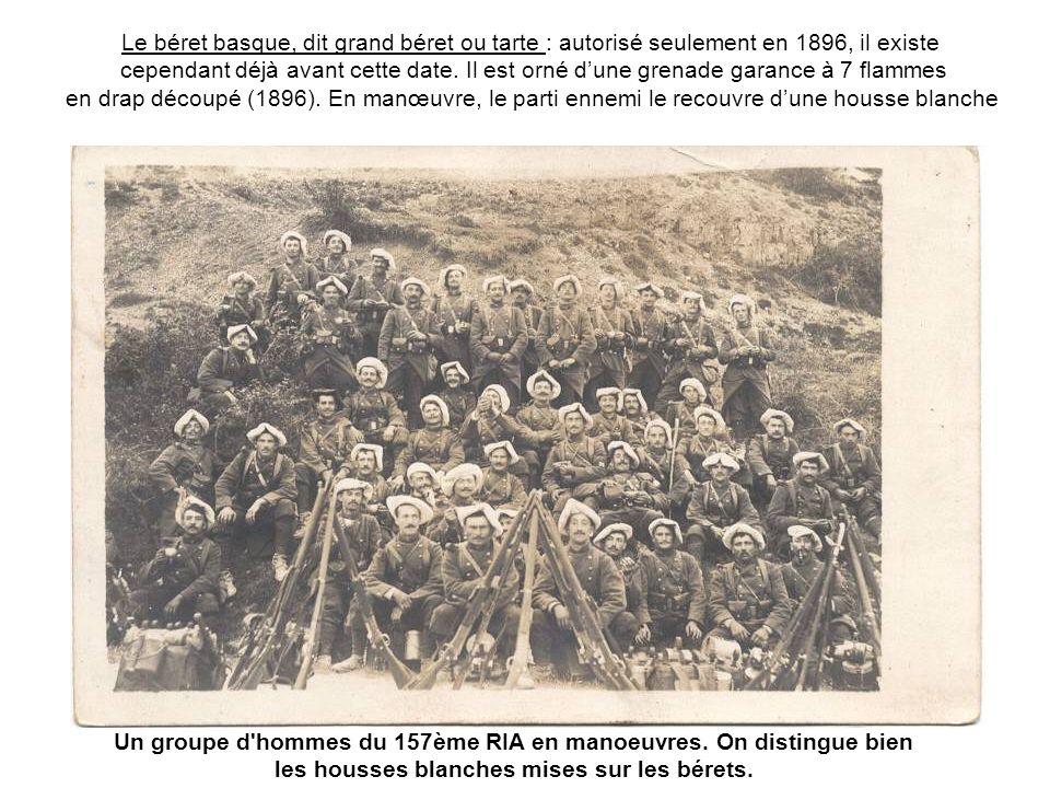 Un groupe d hommes du 157ème RIA en manoeuvres. On distingue bien