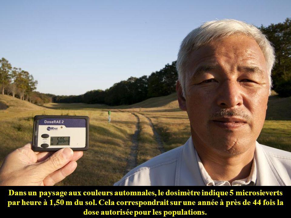 Dans un paysage aux couleurs automnales, le dosimètre indique 5 microsieverts par heure à 1,50 m du sol.