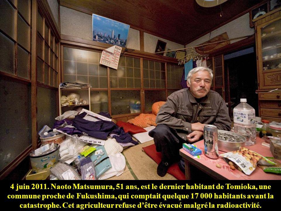4 juin 2011. Naoto Matsumura, 51 ans, est le dernier habitant de Tomioka, une commune proche de Fukushima, qui comptait quelque 17 000 habitants avant la catastrophe.