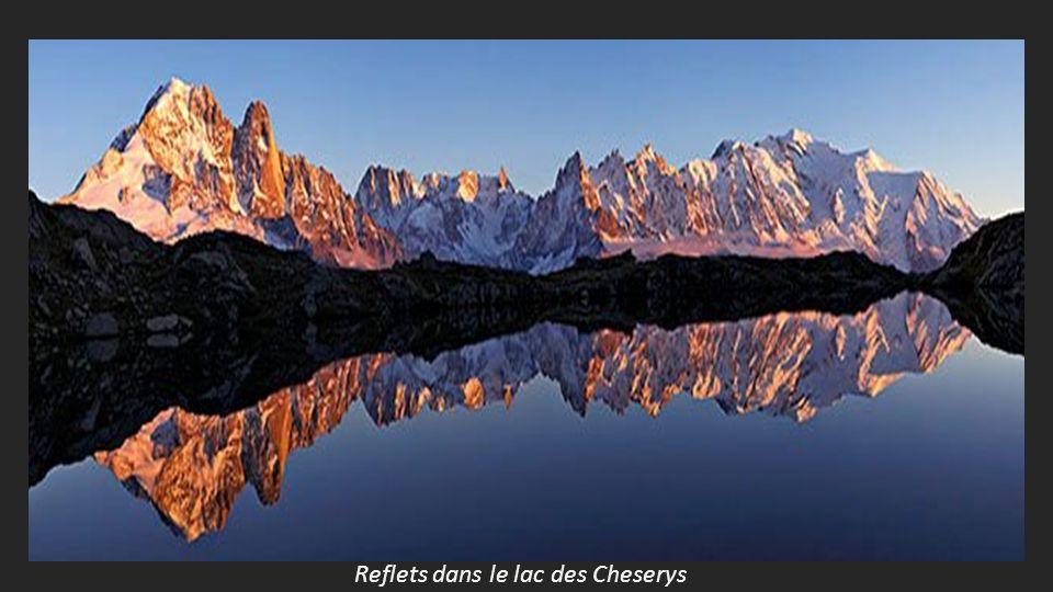 Reflets dans le lac des Cheserys