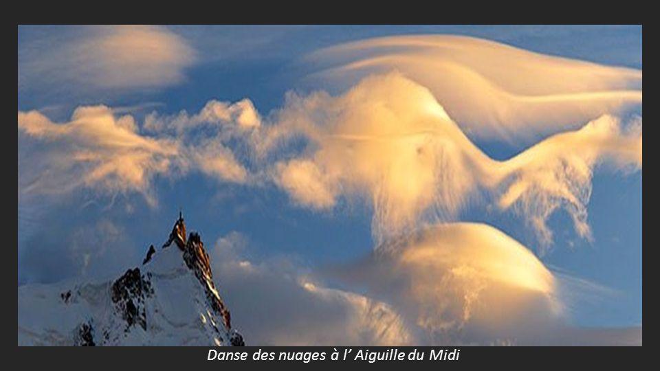 Danse des nuages à l' Aiguille du Midi