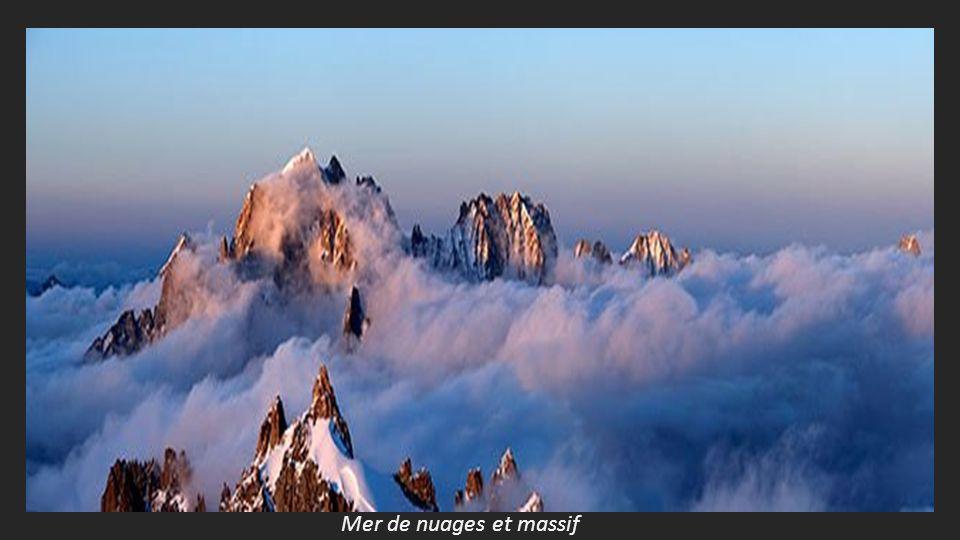 Mer de nuages et massif