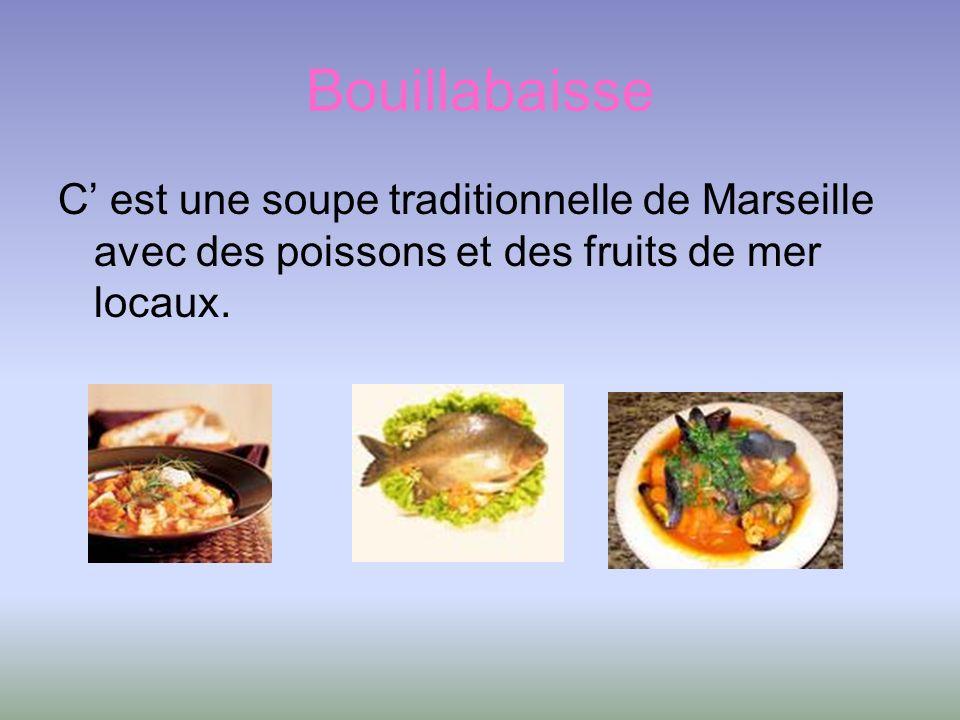 Bouillabaisse C' est une soupe traditionnelle de Marseille avec des poissons et des fruits de mer locaux.
