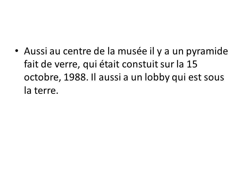 Aussi au centre de la musée il y a un pyramide fait de verre, qui était constuit sur la 15 octobre, 1988.
