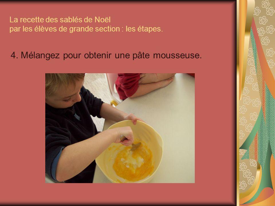 4. Mélangez pour obtenir une pâte mousseuse.