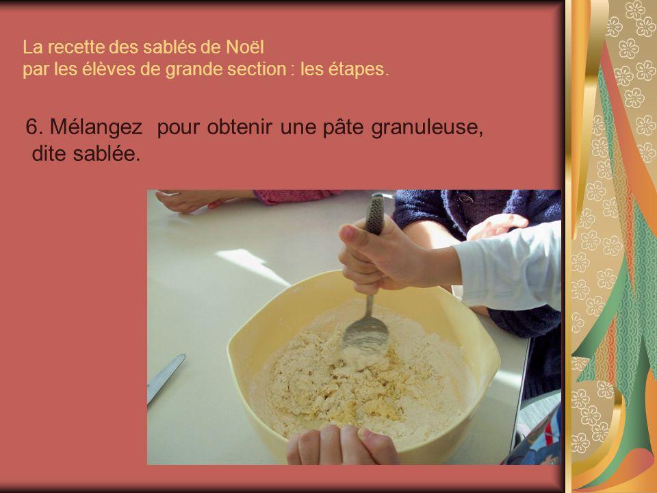 6. Mélangez pour obtenir une pâte granuleuse, dite sablée.