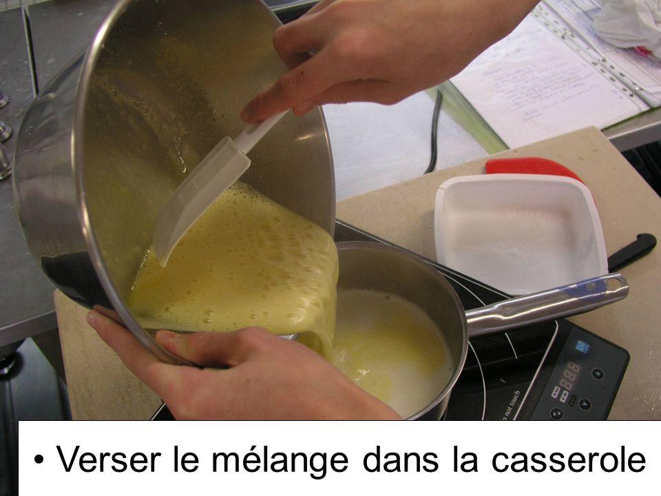 Verser le mélange dans la casserole