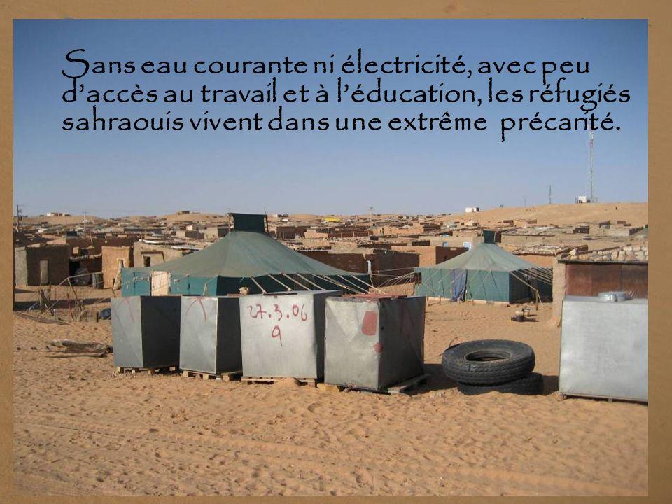 Sans eau courante ni électricité, avec peu d'accès au travail et à l'éducation, les réfugiés sahraouis vivent dans une extrême précarité.