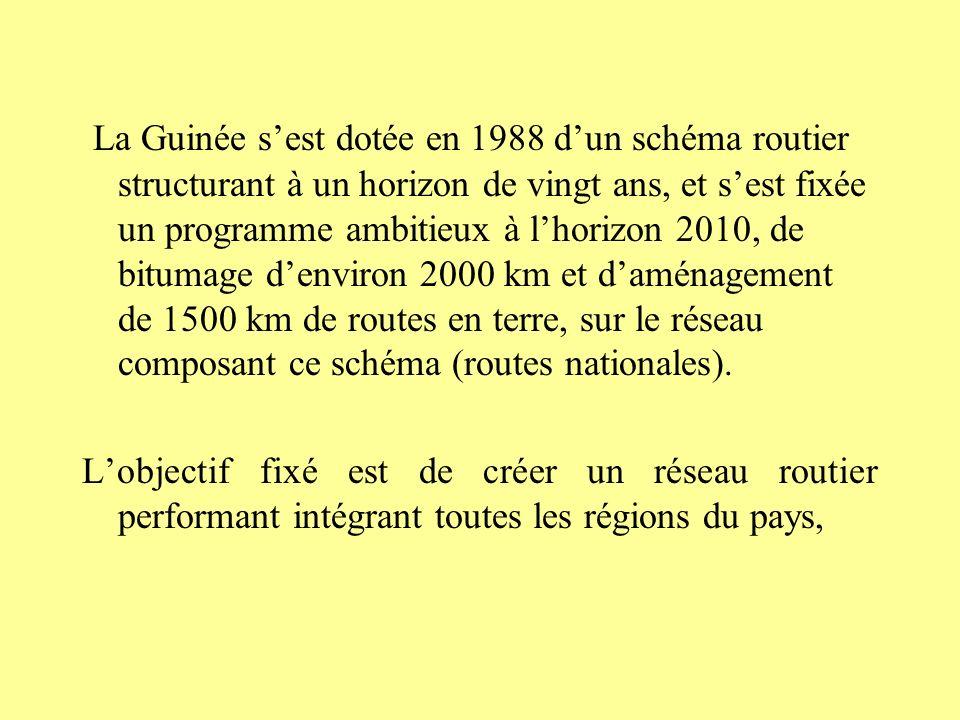La Guinée s'est dotée en 1988 d'un schéma routier structurant à un horizon de vingt ans, et s'est fixée un programme ambitieux à l'horizon 2010, de bitumage d'environ 2000 km et d'aménagement de 1500 km de routes en terre, sur le réseau composant ce schéma (routes nationales).