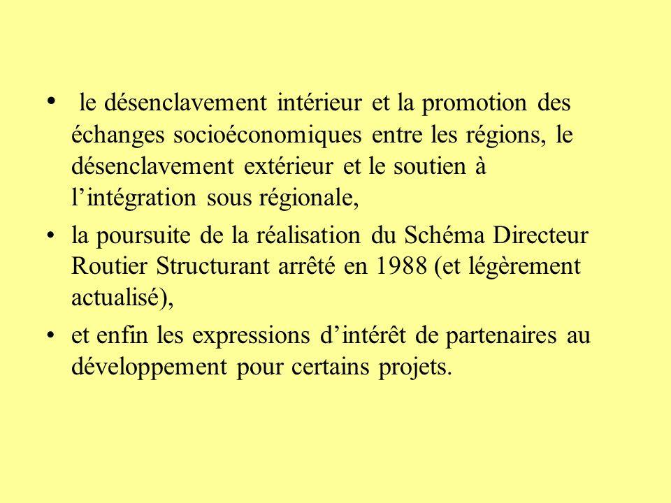 le désenclavement intérieur et la promotion des échanges socioéconomiques entre les régions, le désenclavement extérieur et le soutien à l'intégration sous régionale,