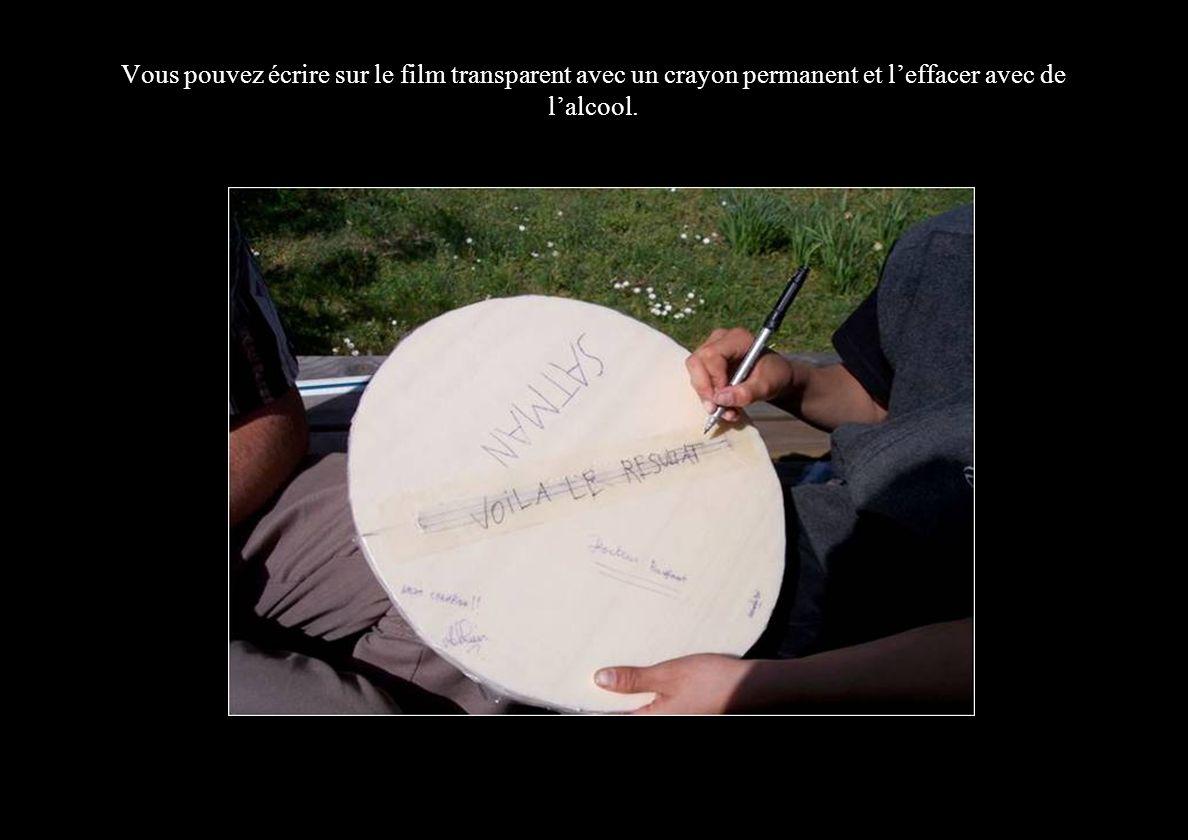 Vous pouvez écrire sur le film transparent avec un crayon permanent et l'effacer avec de l'alcool.