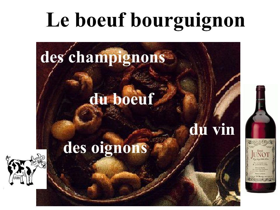 Le boeuf bourguignon des champignons du boeuf du vin des oignons