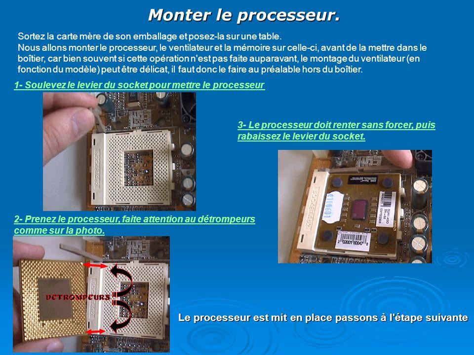 Monter le processeur. Sortez la carte mère de son emballage et posez-la sur une table.