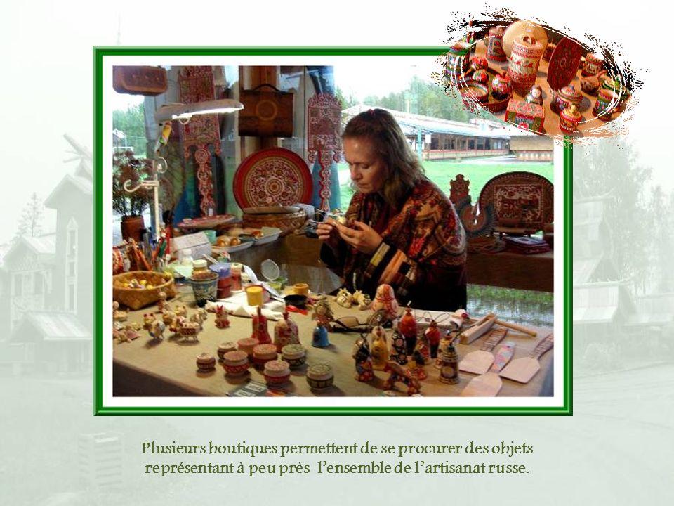 Plusieurs boutiques permettent de se procurer des objets représentant à peu près l'ensemble de l'artisanat russe.