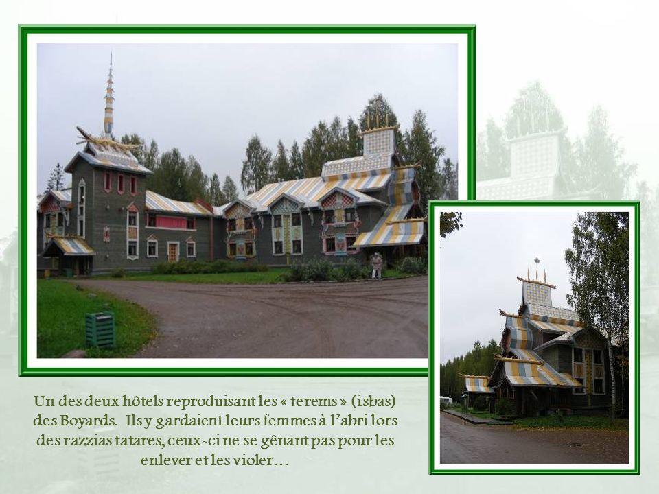 Un des deux hôtels reproduisant les « terems » (isbas) des Boyards