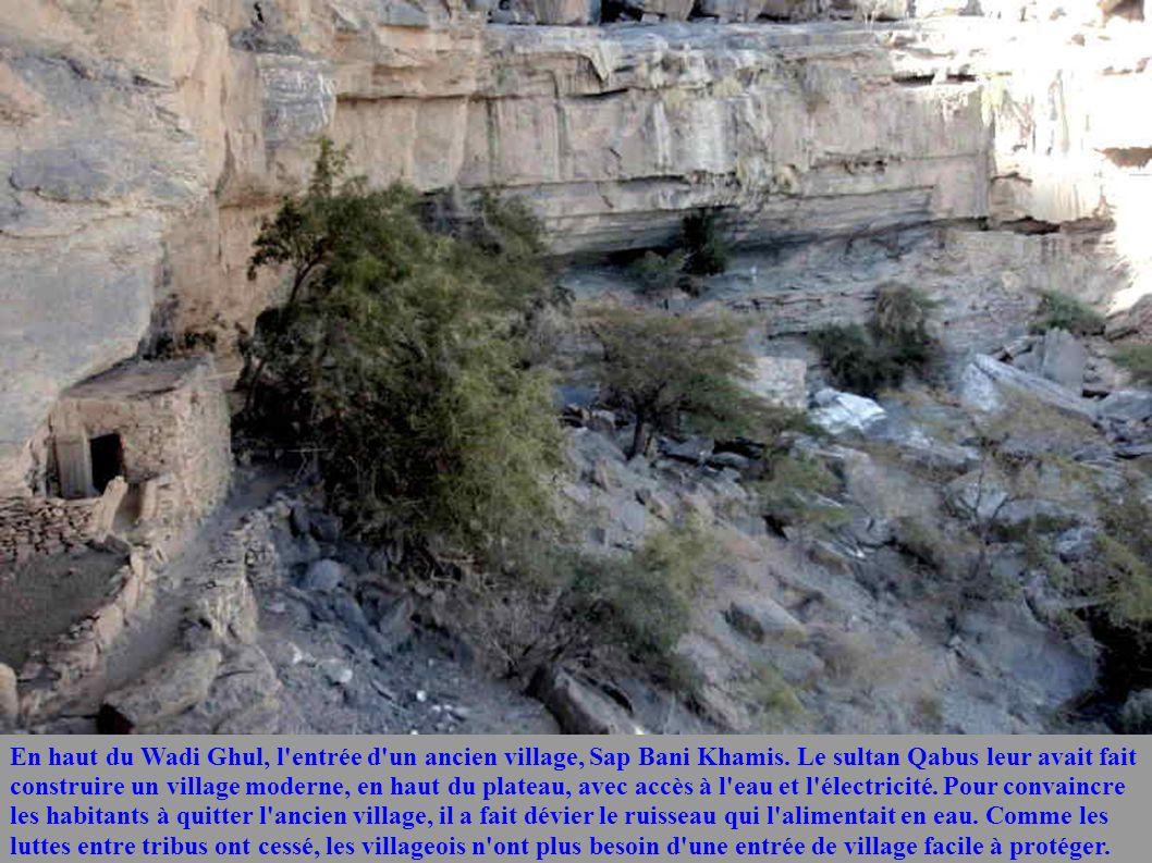 En haut du Wadi Ghul, l entrée d un ancien village, Sap Bani Khamis