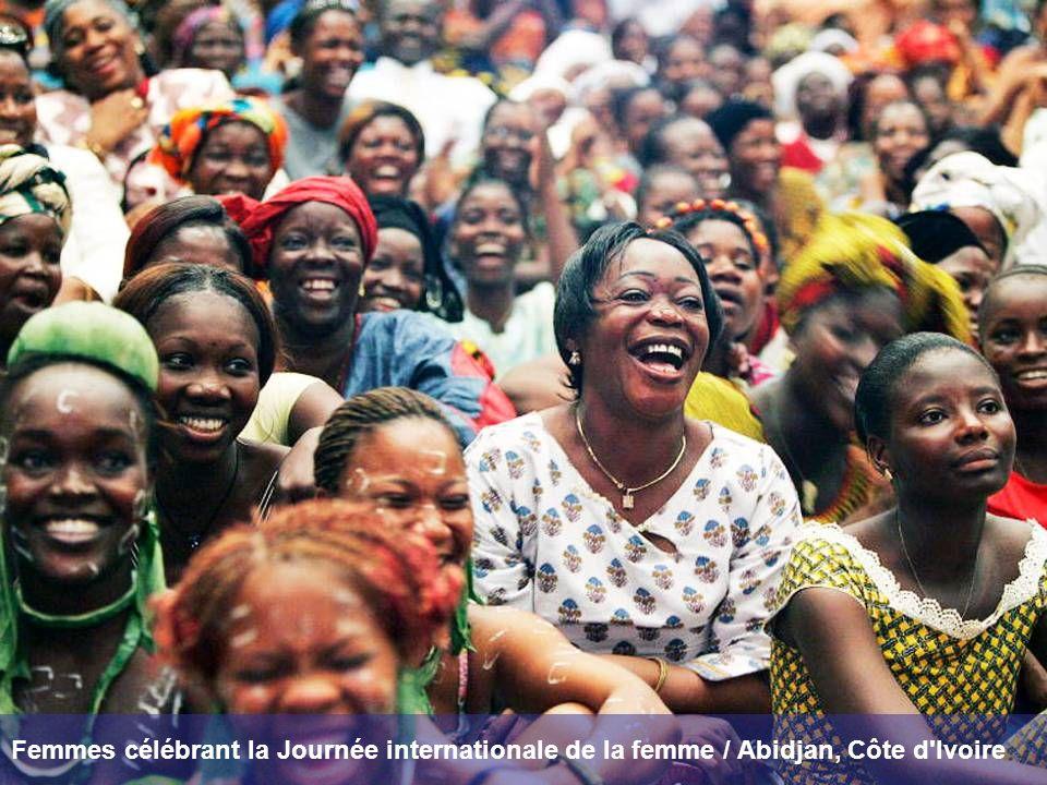 Femmes célébrant la Journée internationale de la femme / Abidjan, Côte d Ivoire
