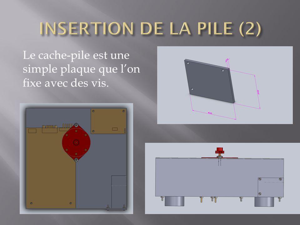 INSERTION DE LA PILE (2) Le cache-pile est une simple plaque que l'on fixe avec des vis.