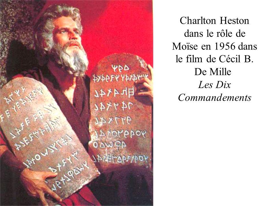 Charlton Heston dans le rôle de Moïse en 1956 dans le film de Cécil B
