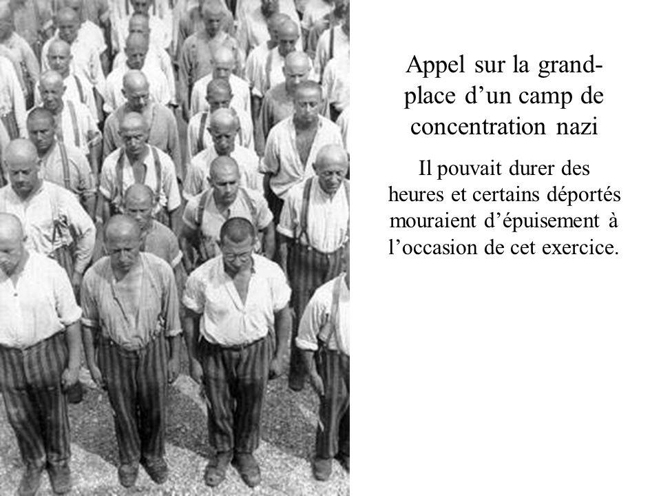 Appel sur la grand-place d'un camp de concentration nazi