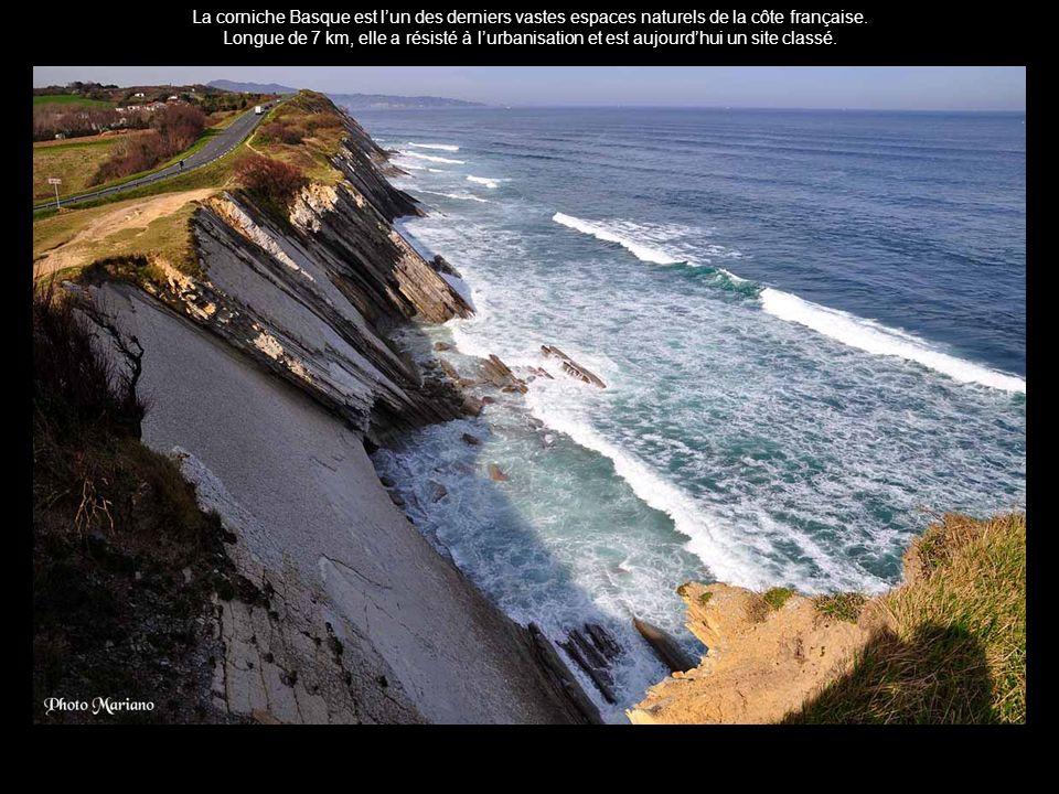 La corniche Basque est l'un des derniers vastes espaces naturels de la côte française.