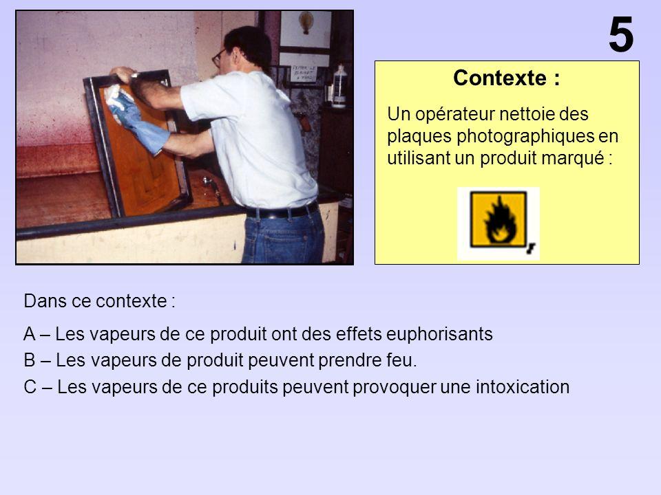 5 Contexte : Un opérateur nettoie des plaques photographiques en utilisant un produit marqué : Dans ce contexte :