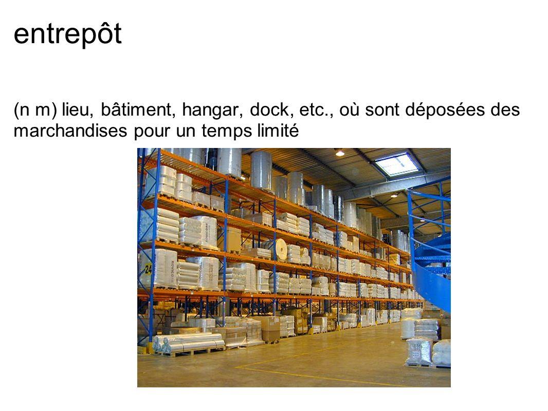 entrepôt (n m) lieu, bâtiment, hangar, dock, etc., où sont déposées des marchandises pour un temps limité.
