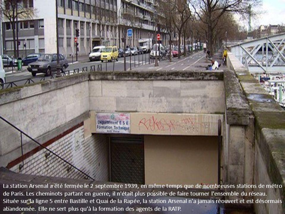 La station Arsenal a été fermée le 2 septembre 1939, en même temps que de nombreuses stations de métro de Paris. Les cheminots partant en guerre, il n était plus possible de faire tourner l ensemble du réseau.