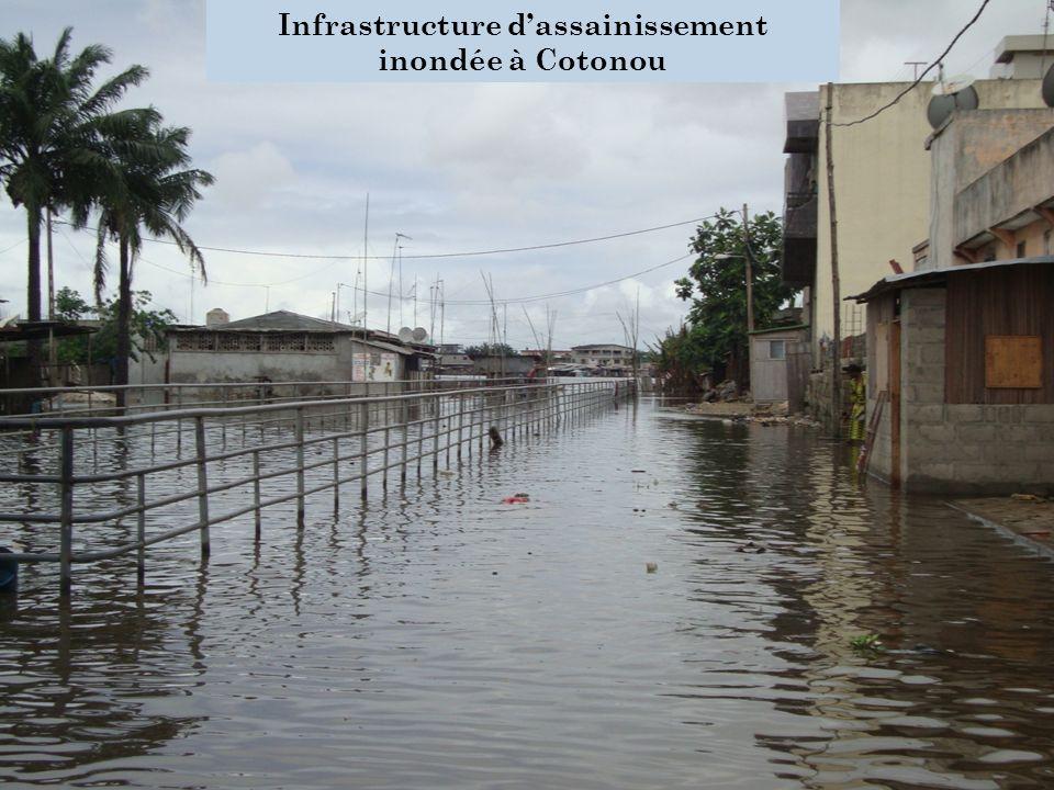 Infrastructure d'assainissement inondée à Cotonou