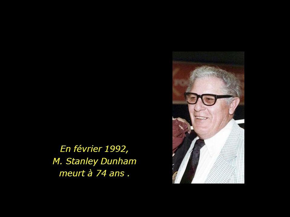 En février 1992, M. Stanley Dunham meurt à 74 ans .