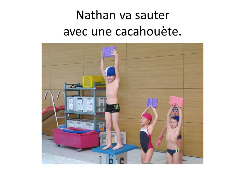 Nathan va sauter avec une cacahouète.