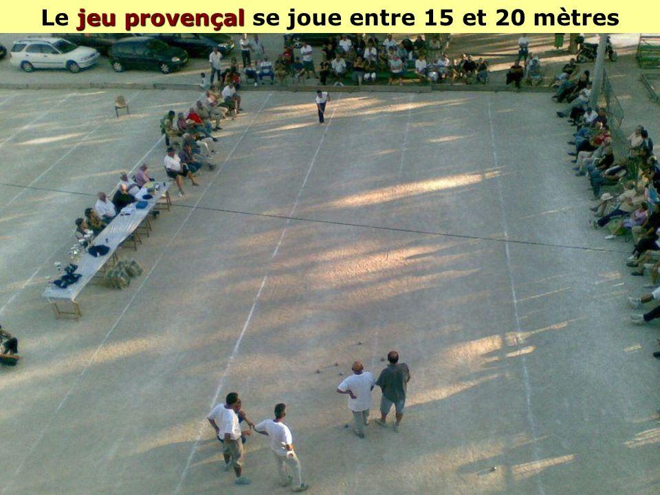 Le jeu provençal se joue entre 15 et 20 mètres