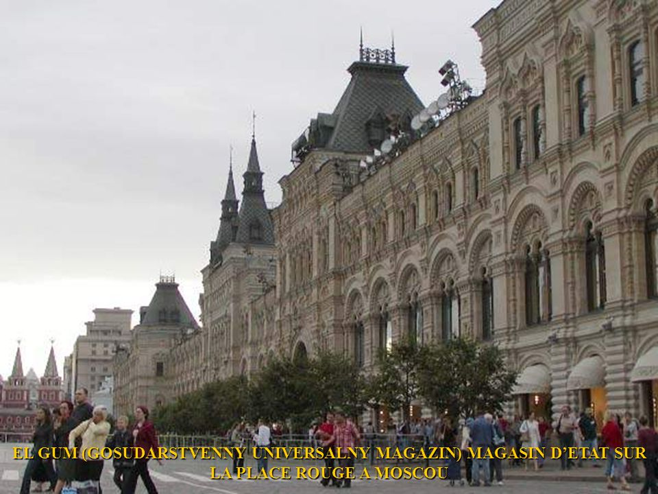 EL GUM (GOSUDARSTVENNY UNIVERSALNY MAGAZIN) MAGASIN D'ETAT SUR LA PLACE ROUGE A MOSCOU